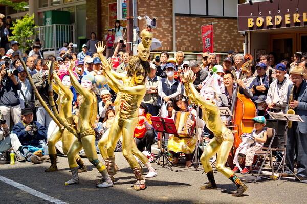 金粉ショー(野毛大道芸)