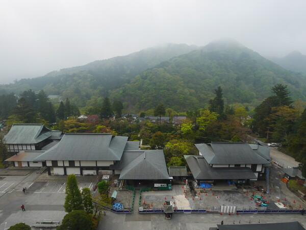 けむる山寺