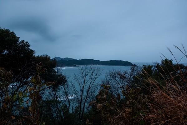 雨降りの日本海。