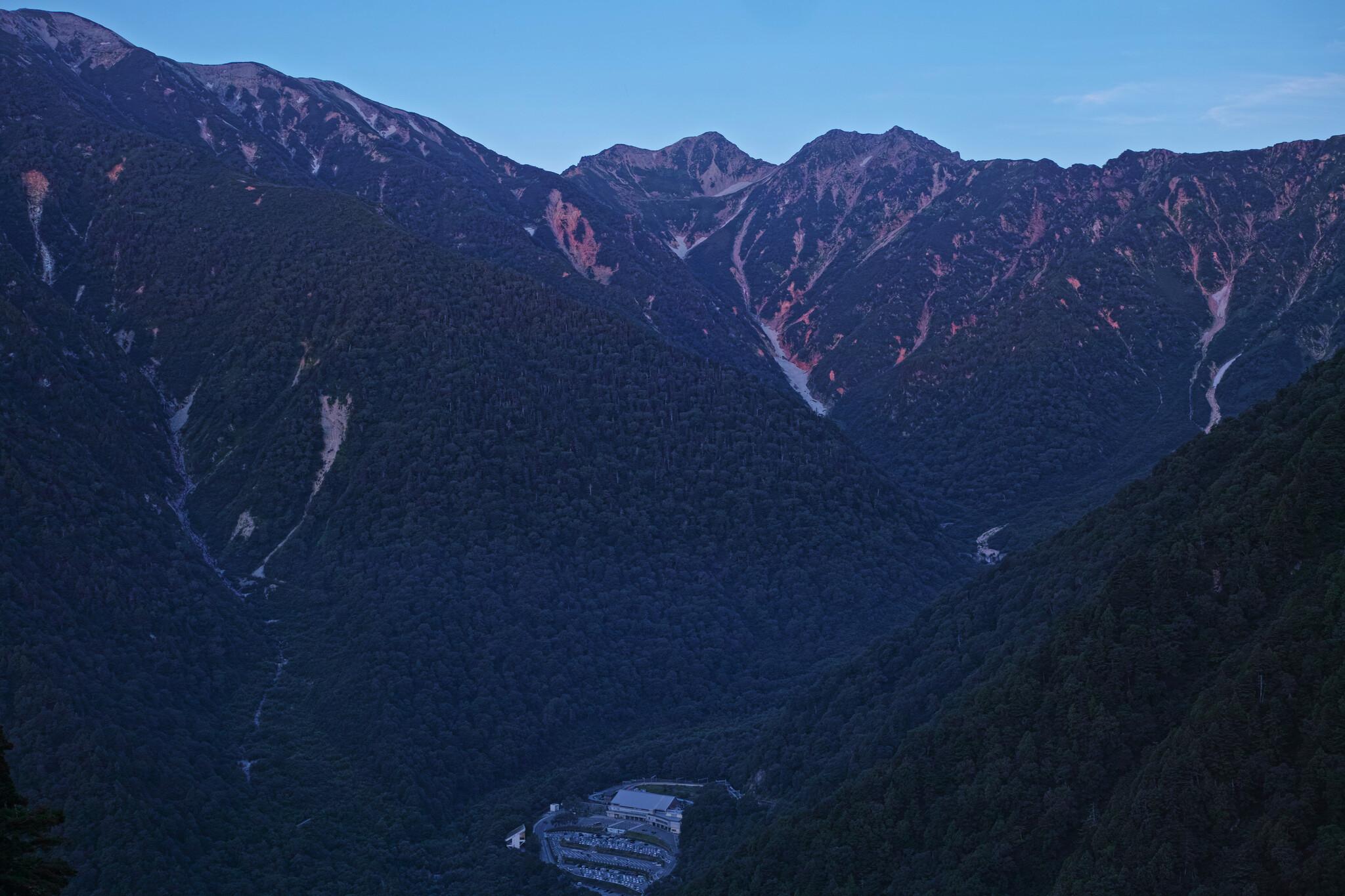 夜明けの針ノ木岳