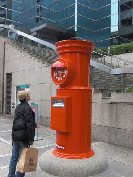 巨大丸型郵便ポスト