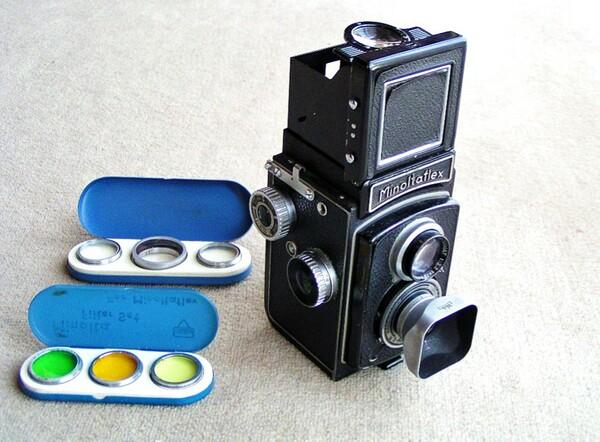 (古)い二眼レフカメラ
