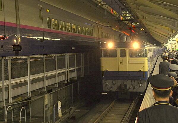 東京駅 EF65入線風景