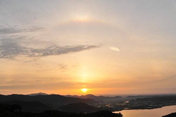 夜明けの日輪
