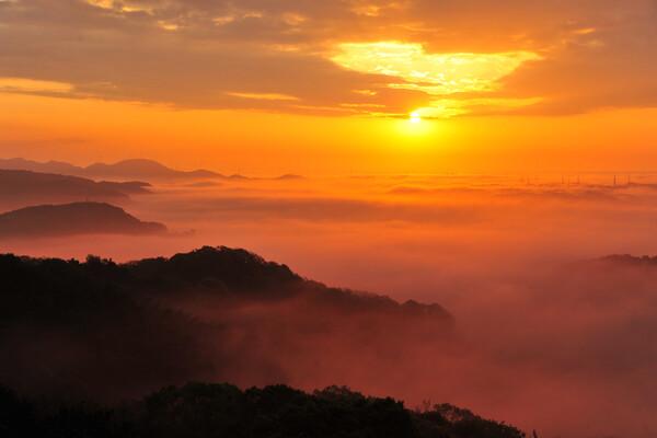 霧の海からの日の出