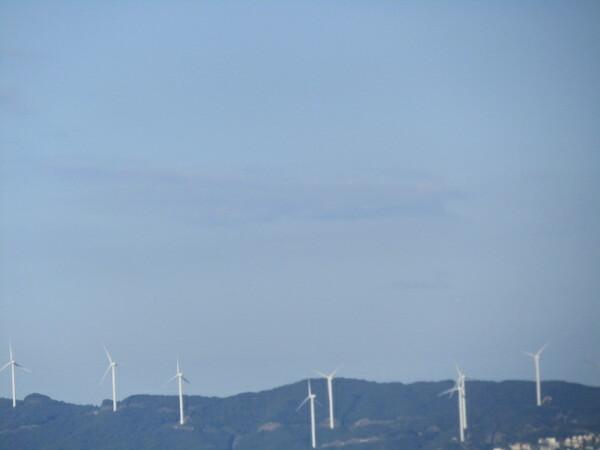 風力発電&鳴門海峡の青空