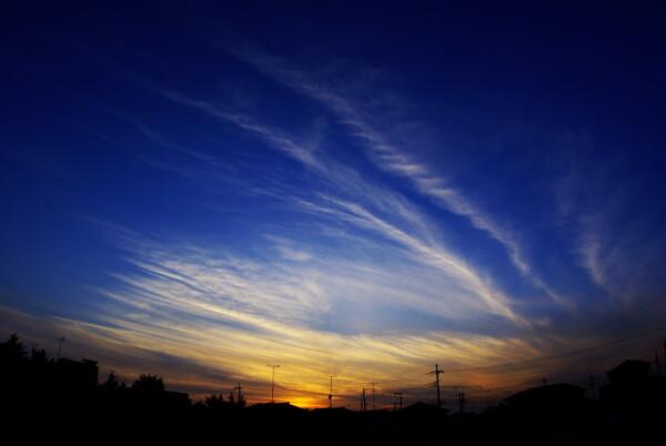 すじ雲の夕焼け