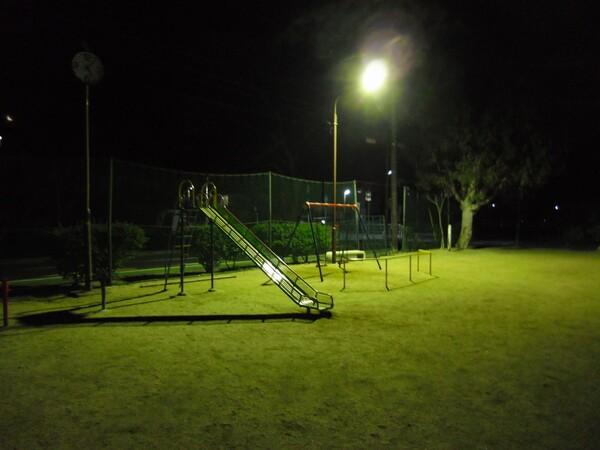 未明の児童公園