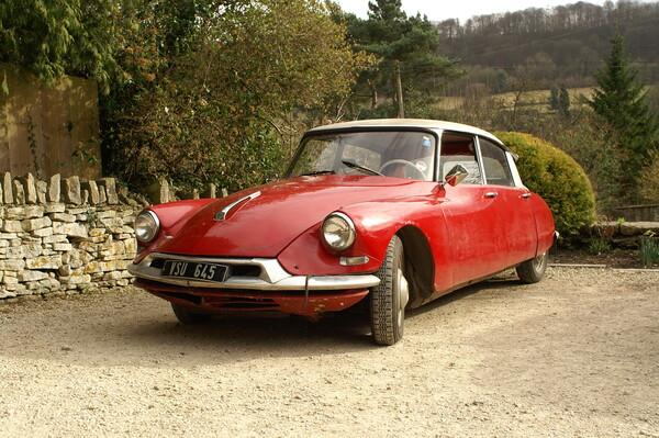 【赤】英国村のフランス車