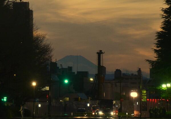 絵画館前から富士山