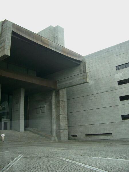 最高裁判所正面玄関風景