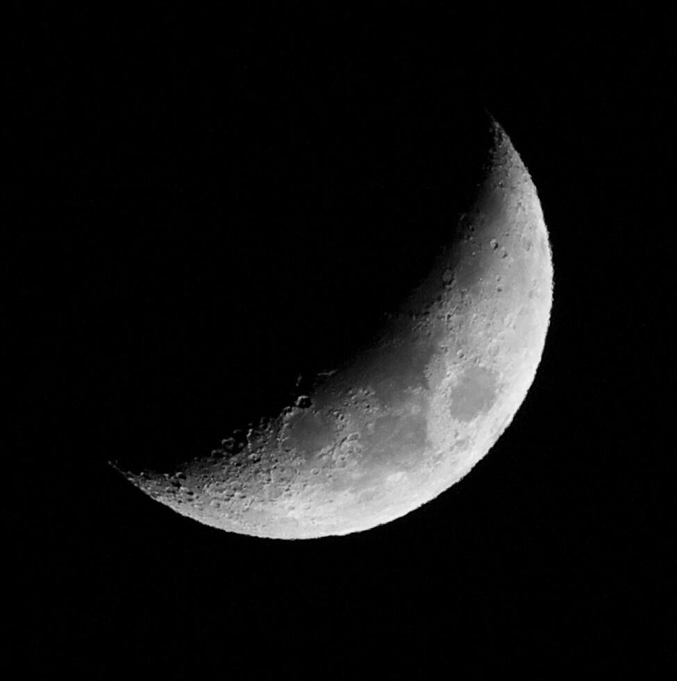 月はいつでも美しい