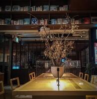冬木のあるテーブル