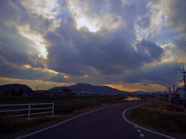 不気味な夕【空】