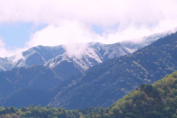 木曾駒ケ岳の初雪