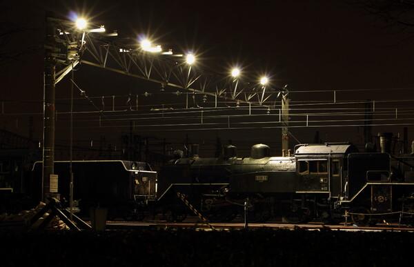 夜の機関車