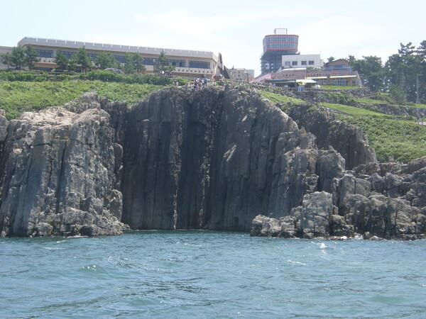 海に立つ絶壁