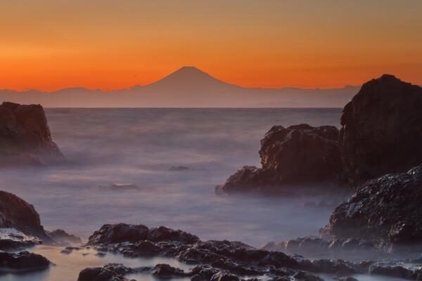 富士と荒海