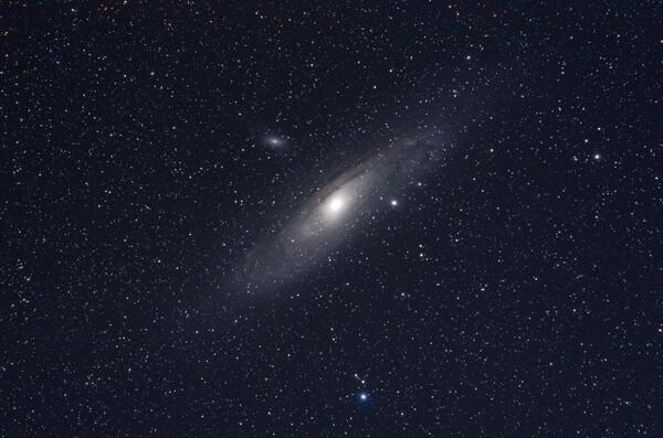 【光】239万光年先から