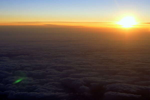 【空】地球の夜明け
