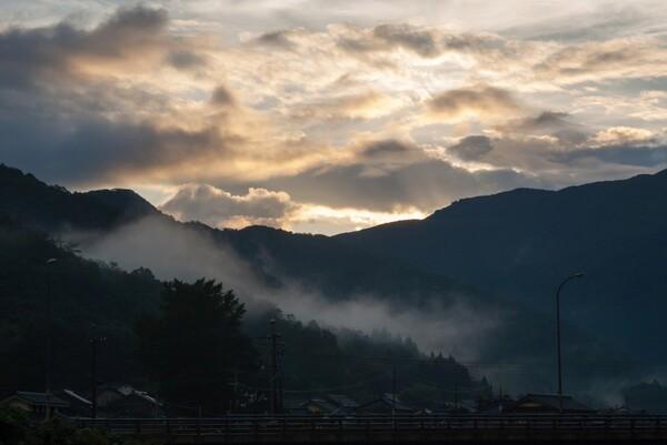朝日の出前。