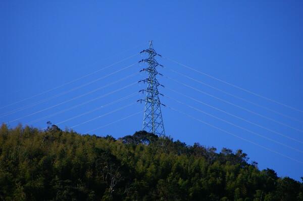 山の上の鉄塔