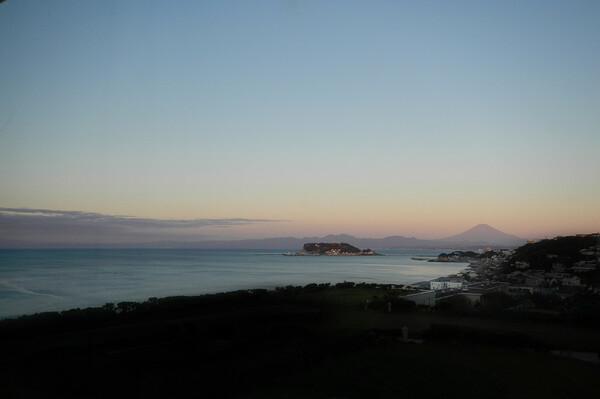 夜明けの鎌倉から江ノ島、富士山方面