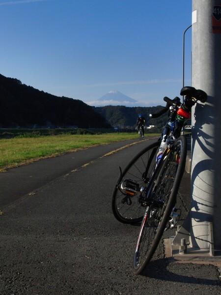 富士へと向かうサイクルロード