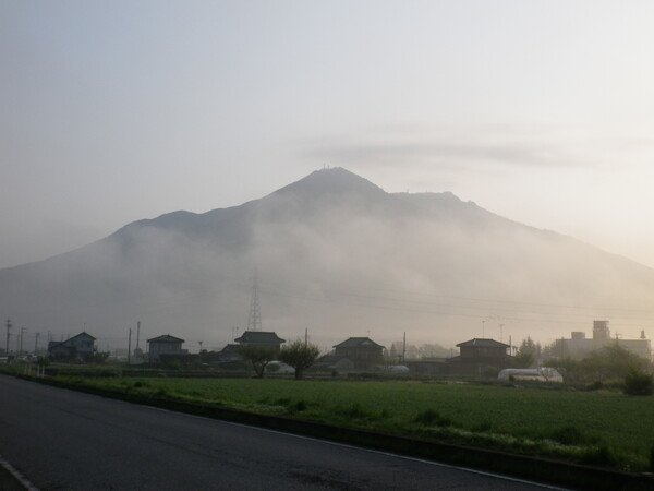 早朝の筑波山