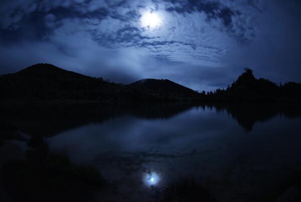 満月と弓池