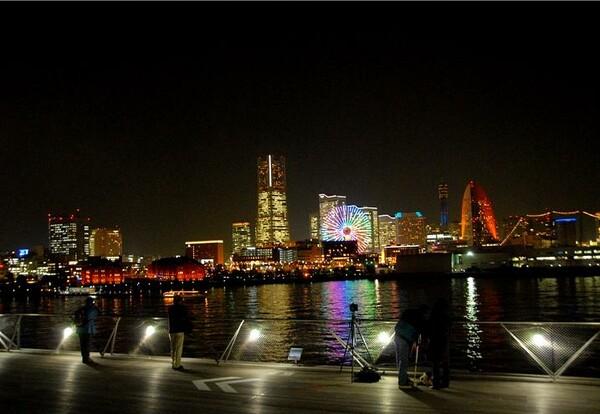 夜の桟橋から