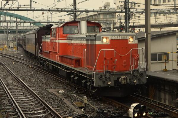 DD51牽引の旧型客車列車