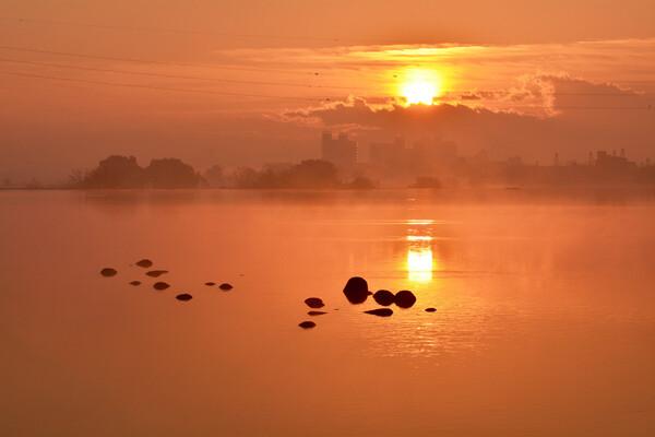 霧の日の出