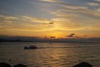 漁村に沈む黄金色の【夕日】