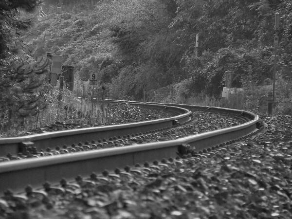 日中の線路