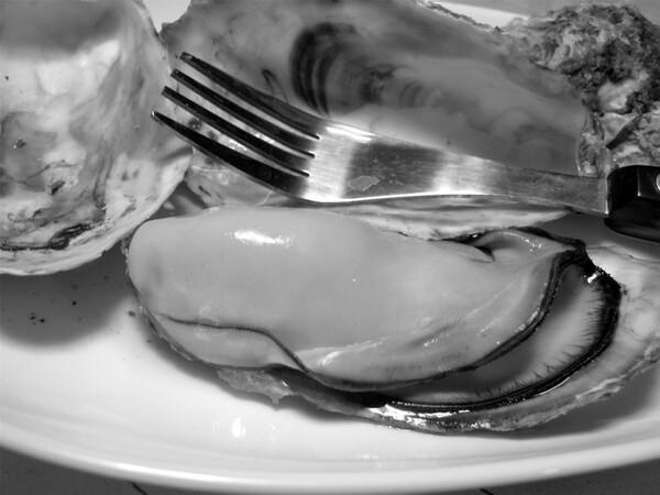 【モノクロ】焼き牡蠣