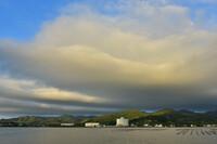 朝日に照らされる台風25号の雲(端っこですが)