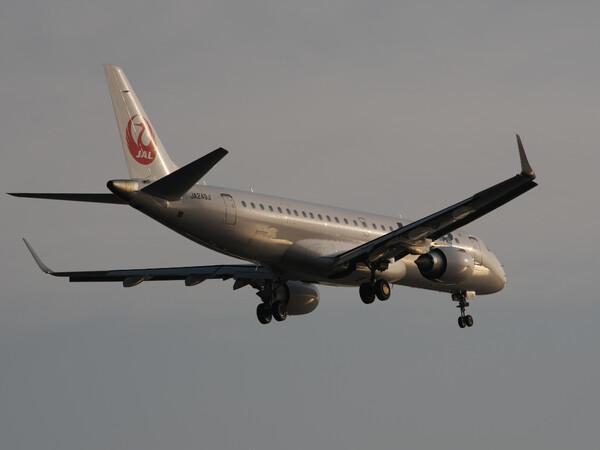 J-AIRのERJ190