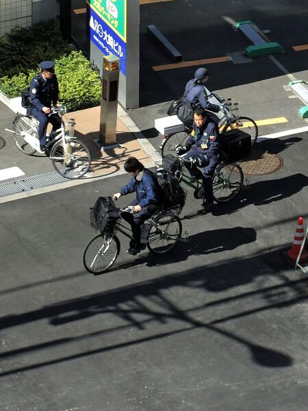 ♪ お使いは 自転車に乗って 颯爽と
