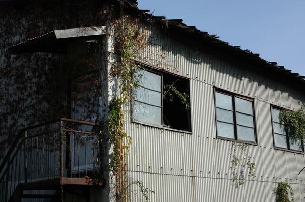 無人の倉庫