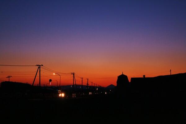 サイロのある夕景