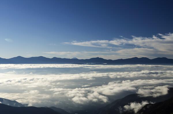 【広がり】雲海と南アルプス(おまけに富士山)