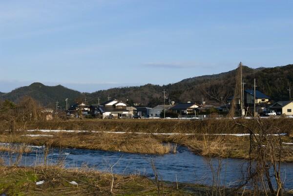 蒲生川と岩井部落の上