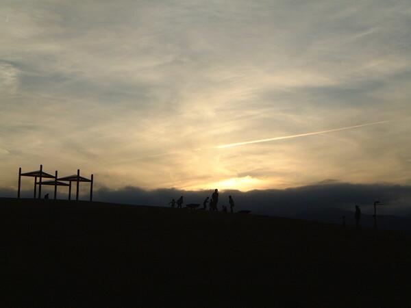 土曜の夕方と飛行機雲