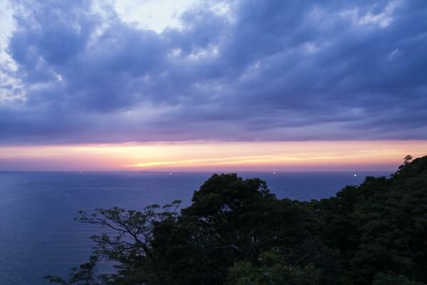 水平線に日没
