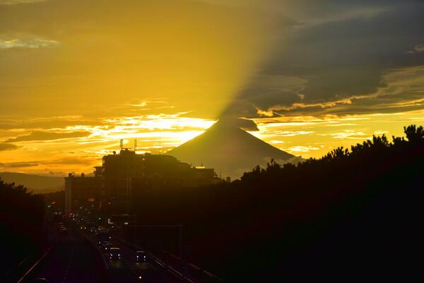 富士山噴火。