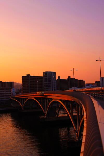 【光】 夜明けの宇品橋