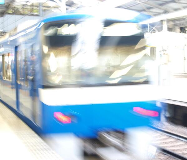 【風を感じて】疾走する京急電車