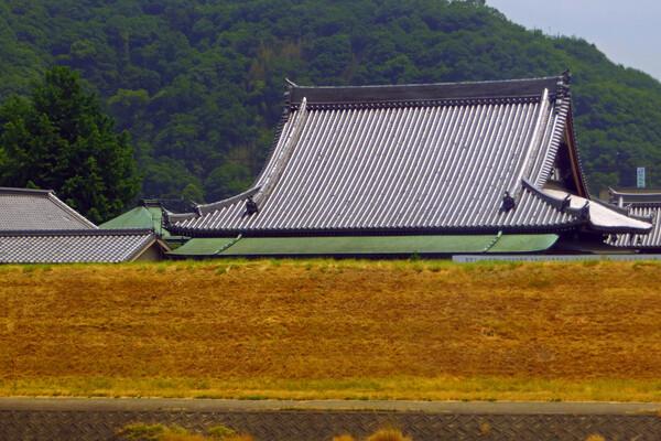 【日本】の寺の屋根