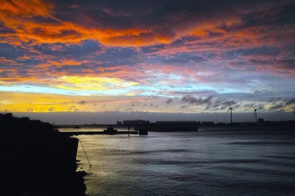 昨日 酒田港の夕空